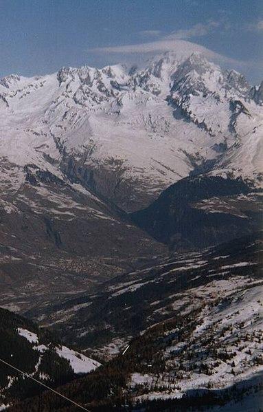 http://upload.wikimedia.org/wikipedia/commons/thumb/a/a2/Mont_Blanc.jpg/383px-Mont_Blanc.jpg