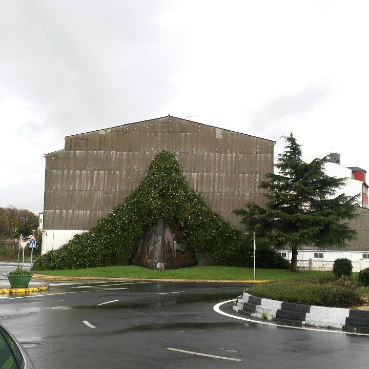 Monumento ós falecidos na mina e central térmica