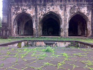 Dabhol - A view of a very old mosque (Shahi Masjid) near the Dabhol Port built in Adilshah's regime.