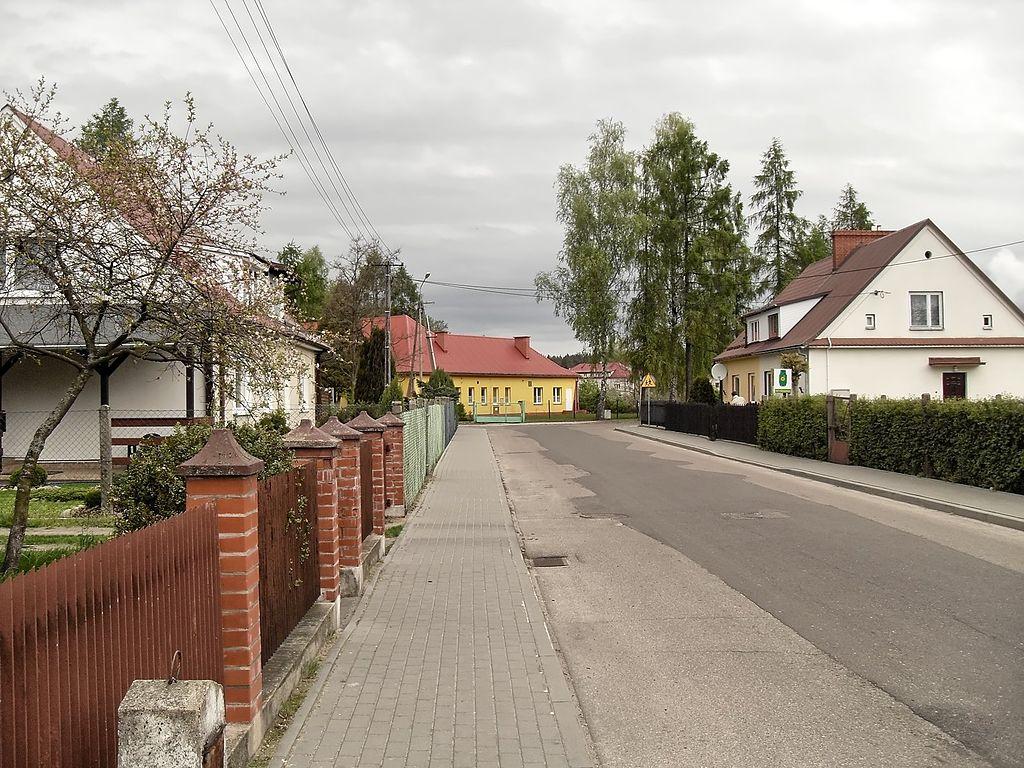 1024px-Mostowa_i_przedszkole.jpg