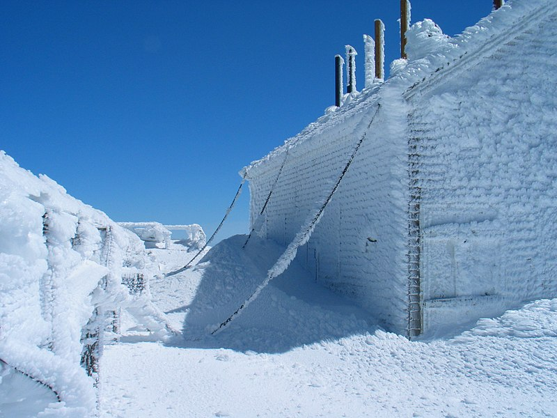 File:Mount Washington chained building.jpg