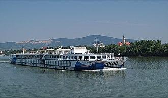 Crystal Cruises - Image: Mozart (ship, 1987) 006
