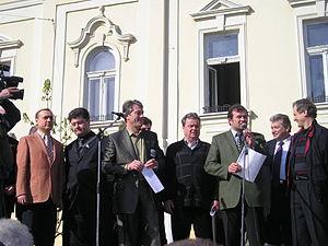 Petro Poroshenko - Poroshenko and Viktor Yushchenko during the meeting before Mukacheve mayoral election on 16 April 2004.