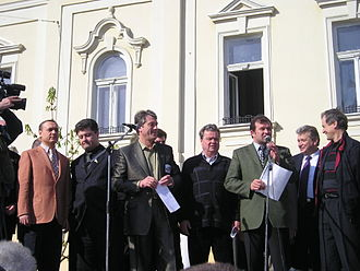Petro Poroshenko - Poroshenko and Viktor Yushchenko during the meeting before Mukacheve mayoral election on 16 April 2004.