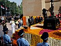 Narendra Modi paying homage at Amar Jawan Jyoti on the occasion of the Centenary commemoration of World War –I, in New Delhi. The Chief of Army Staff, General Dalbir Singh, the Chief of the Air Staff.jpg