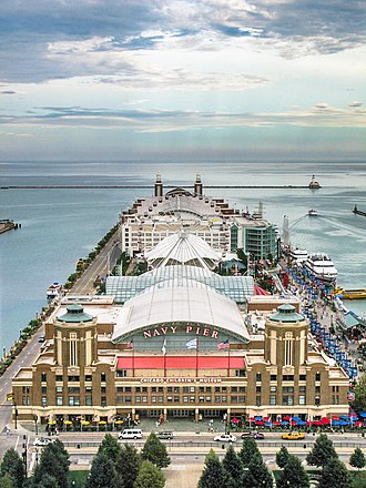 Tourism in Chicago - Image: Navy pier