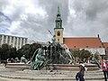 Neptunbrunnen 039.jpg