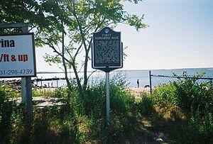 New Suffolk(NY) Sub Base Memorial.jpg