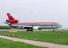 DC-10-30 della Northwest Airlines in decollo