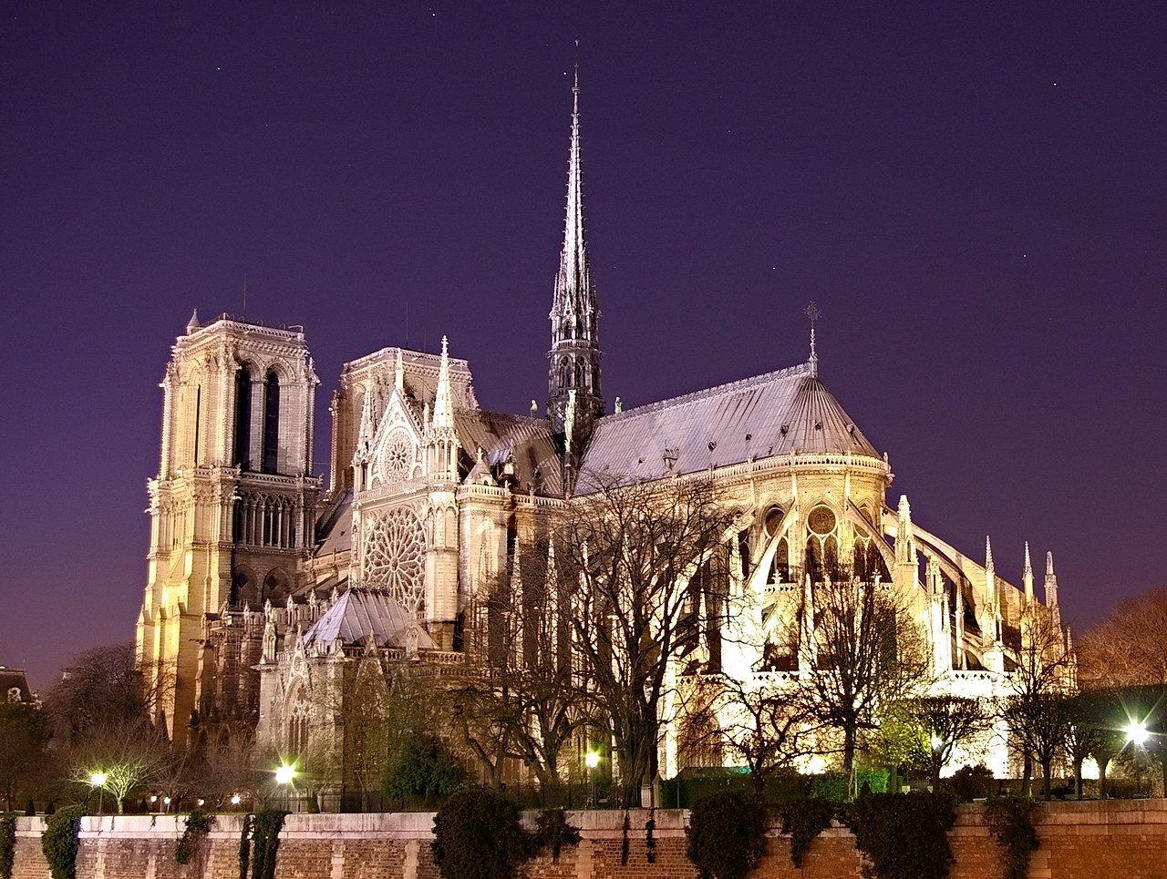 File notre dame de paris by night wikimedia commons for Paris night time