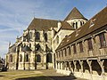 Noyon (60), cathédrale Notre-Dame, chevet et bibliothèque du chapitre et officialité, vue depuis le nord.jpg