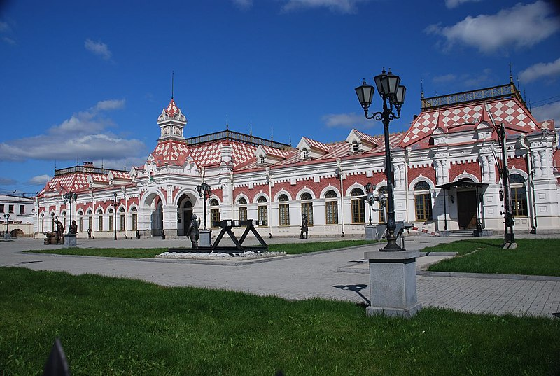 File:Old train station of Yekaterinburg.jpg