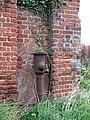 Old water pump - geograph.org.uk - 567744.jpg