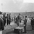 Olympische Revanches Olympisch Stadion. Fanny Blankers-Koen ontvangt oorkonde va, Bestanddeelnr 905-2587.jpg