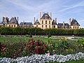 PA00086975 - Château de Fontainebleau vu du Jardin.jpg