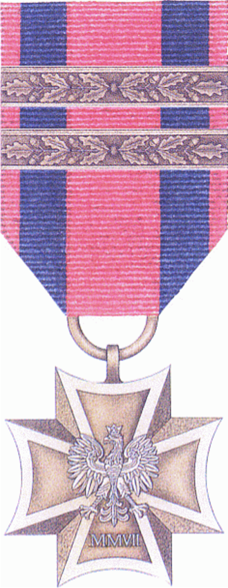 Military Cross (Poland) - Obverse of the medal with devices to indicate three awards