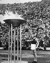 100px-Paavo_Nurmi_sytytt%C3%A4%C3%A4_olympiatulen_1952.jpg