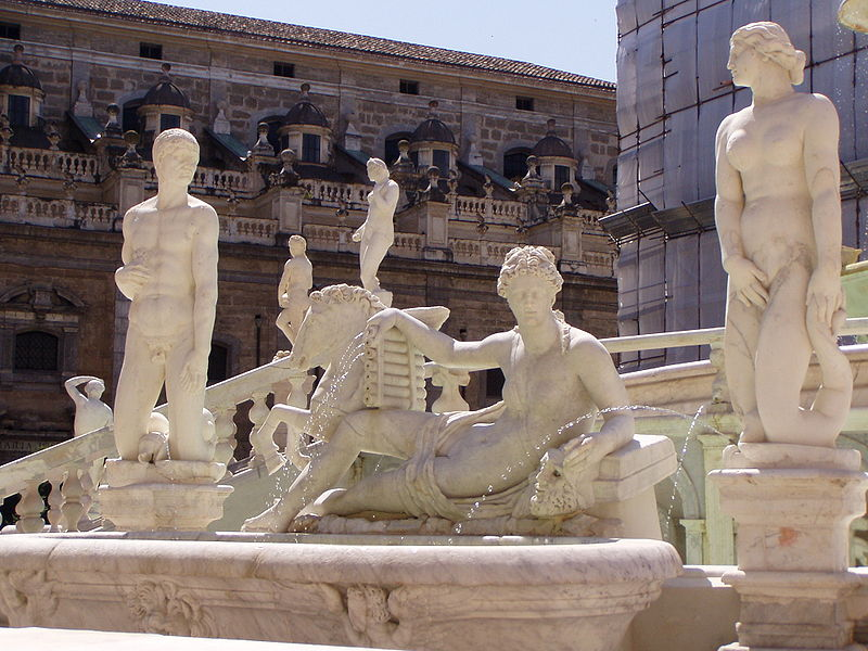 Datei:Palermo piazza pretoria.jpg