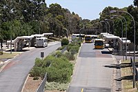 途中停留所では通常のバスも乗り入れ可能(パラダイス)