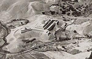 Paramonga - Paramonga aerial photo looking northeast, by George R. Johnson, taken between 1928-1930.
