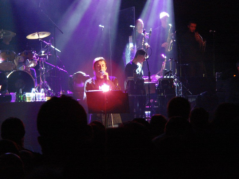 File:Paul Heaton centre stage Beautiful South concert.jpg