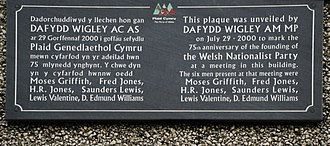 Plaid Cymru - Plaque commemorating the founding of Plaid Cymru, Pwllheli