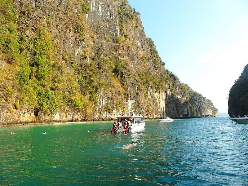 File:Phi Phi 2013 march - panoramio (4).jpg