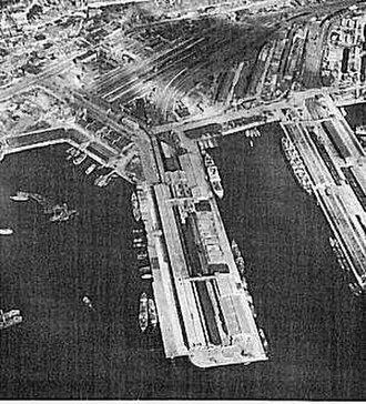 Battle of Pusan Perimeter logistics - Pusan harbor, where the majority of UN supplies were processed, in 1950.