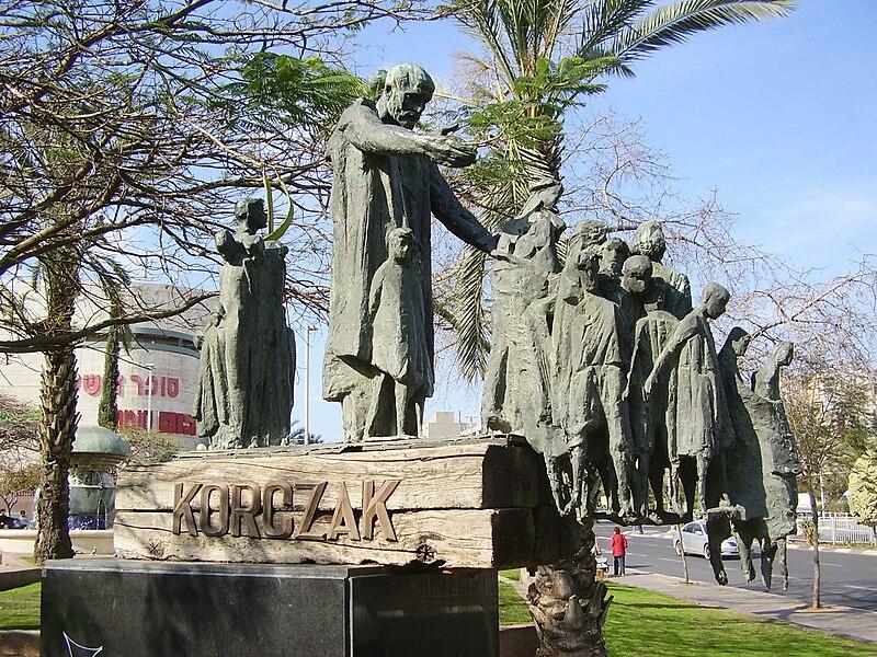 אנדרטה ליאנוש קורצ'אק והילדים בבת ים