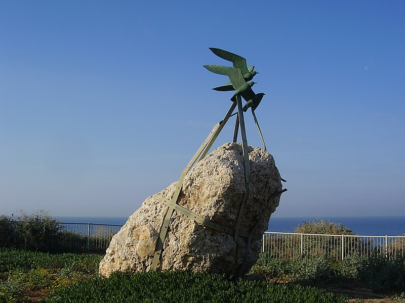 פסל שחפים בטיילת נתניה