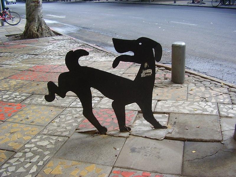 פסל כלב של דוד גרשטיין בתל אביב
