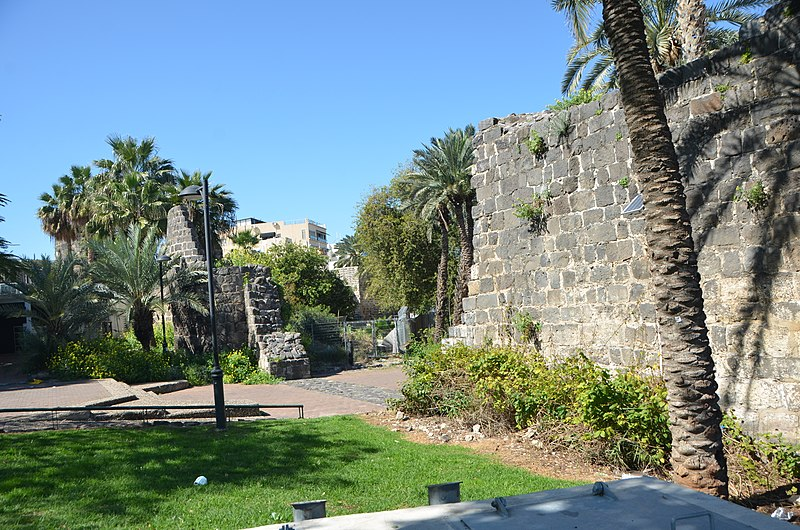 החומה על הכביש בטבריה