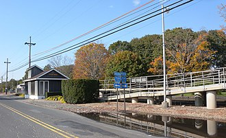 Pinelawn (LIRR station) - Station house, facing west on Long Island Avenue