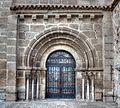 Portada tardorrománica de Santa Eulalia, Mérida (15790991169).jpg