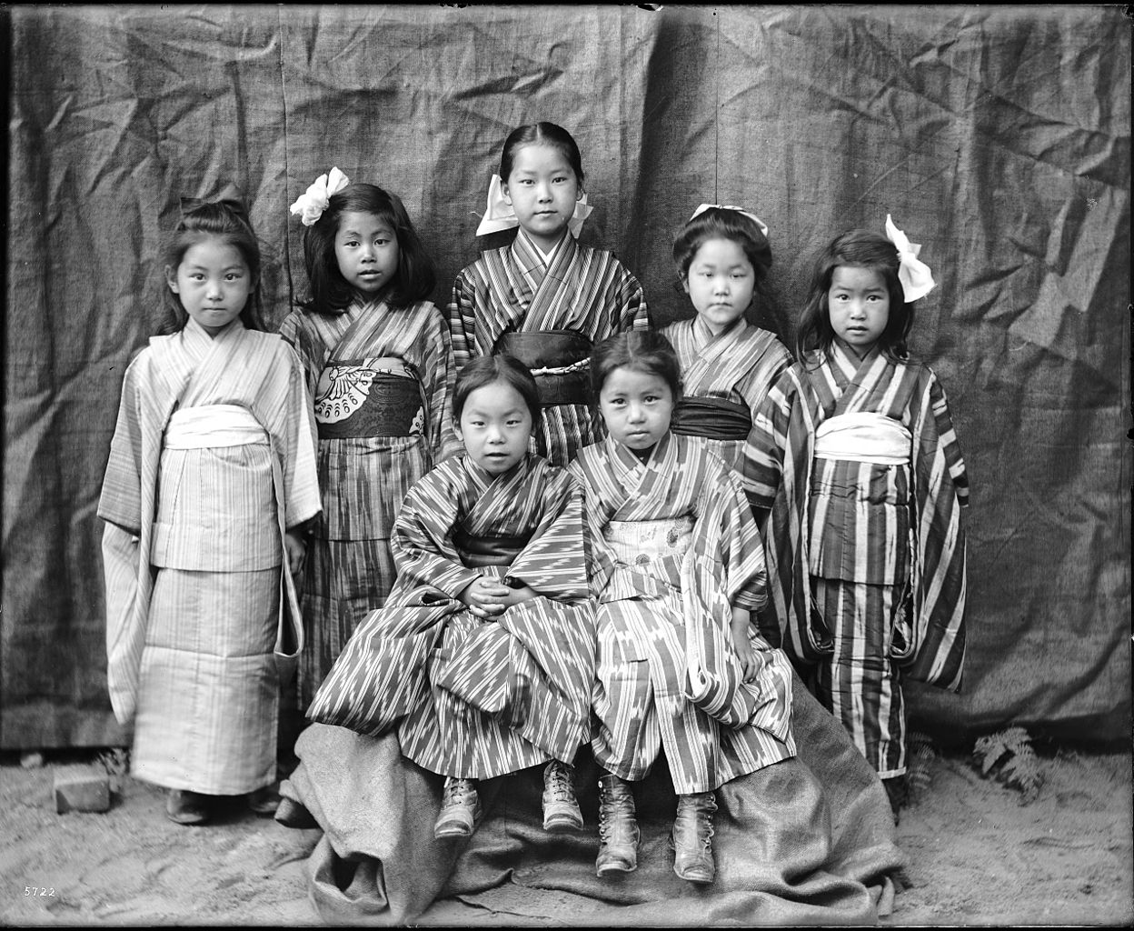 File portrait of seven young japanese girls wearing for Vintage kleider kinder