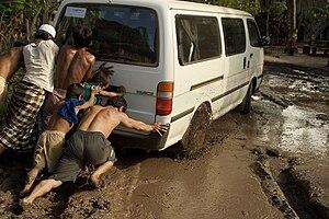 Teamwork - Van pushing