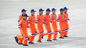 ROCA Dragon Team Parachuters Running Together on Line 20111105.jpg