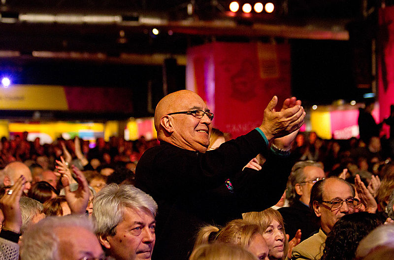 File:Raúl Lavié cerró el Festival de Tango (7873569206).jpg