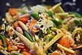 Rejer og grøntsager i wok (4660934068).jpg