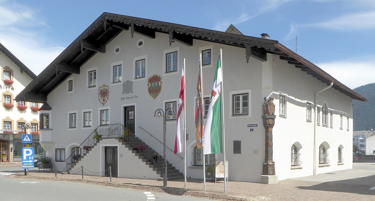 Datei:Reutte, Dreieinigkeitskirche, huggology.com Wikipedia