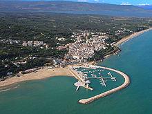 Vista aerea di Rodi Garganico e del porto turistico