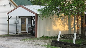 English: A carport behind the house at 207 N. ...