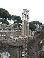 Le Forum de César, inauguré en 46 av. J.-C., avec le temple de Vénus Genitrix