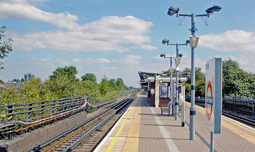 Ruislip Gardens station platform geograph-3986307-by-Ben-Brooksbank