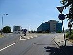 Ruzyně, K letišti, kruhový objezd u ulice Jana Kašpara (01).jpg