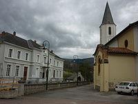 Saint-Paul-de-Jarrat mairie et église.JPG