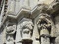 Saint-Vaast-lès-Mello (60), église Saint-Vaast, portail latéral sud, chapiteaux à gauche.JPG