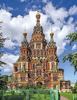 https://upload.wikimedia.org/wikipedia/commons/thumb/a/a2/Saints_Peter_and_Paul_Cathedral_in_Peterhof_01.jpg/250px-Saints_Peter_and_Paul_Cathedral_in_Peterhof_01.jpg