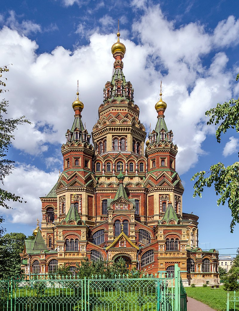 Saints Peter and Paul Cathedral in Peterhof dans images sacrée 800px-Saints_Peter_and_Paul_Cathedral_in_Peterhof_01