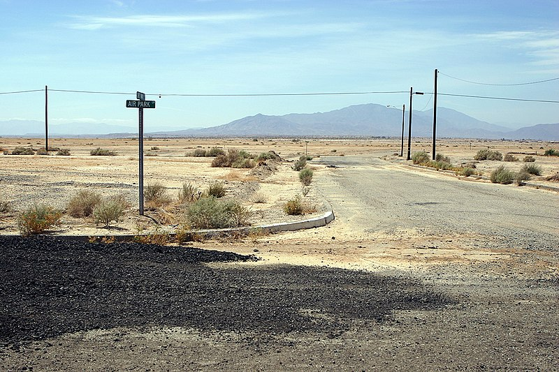 File:Salton city airpark road.jpg